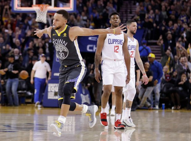 Golden State Warriors' Stephen Curry (30) celebrates after making a 3-point basket at the buzzer in the first quarter of the team's NBA basketball game against the Los Angeles Clippers on Thursday, Feb. 22, 2018, in Oakland, Calif. (AP Photo/Marcio Jose Sanchez)
