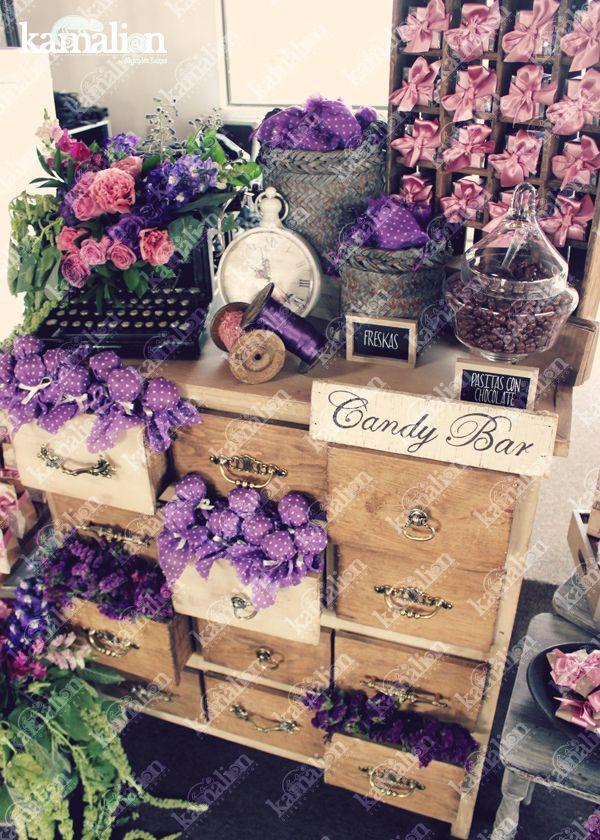 www.kamalion.com.mx - Mesa de Dulces / Candy Bar / Postres / Purple / Pink / Rustic Decor / Dulces / Cajones / Lechero / Canasta / Reloj / Vintage / Macaroons / Máquina de escribir / Flowers.