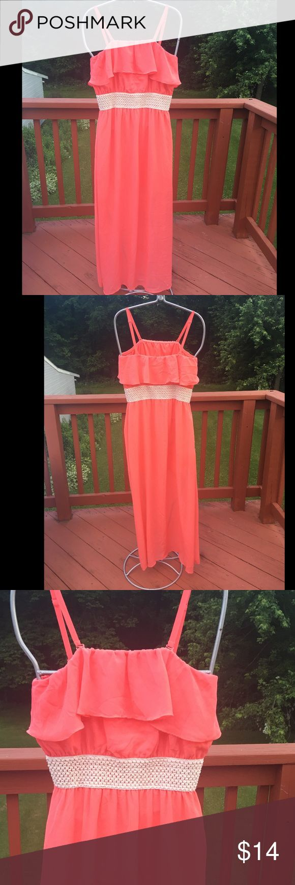 CHARMING CHARLIE CORAL MAXI DRESS DESIGNER--CHARMING CHARLIE.                                                PREOWNED GREAT CONDITION WITH ADJUSTABLE STRAPS.                                                                                            SMOKE FREE HOME.                                                                   SIZE--LARGE Charming Charlie Dresses Maxi