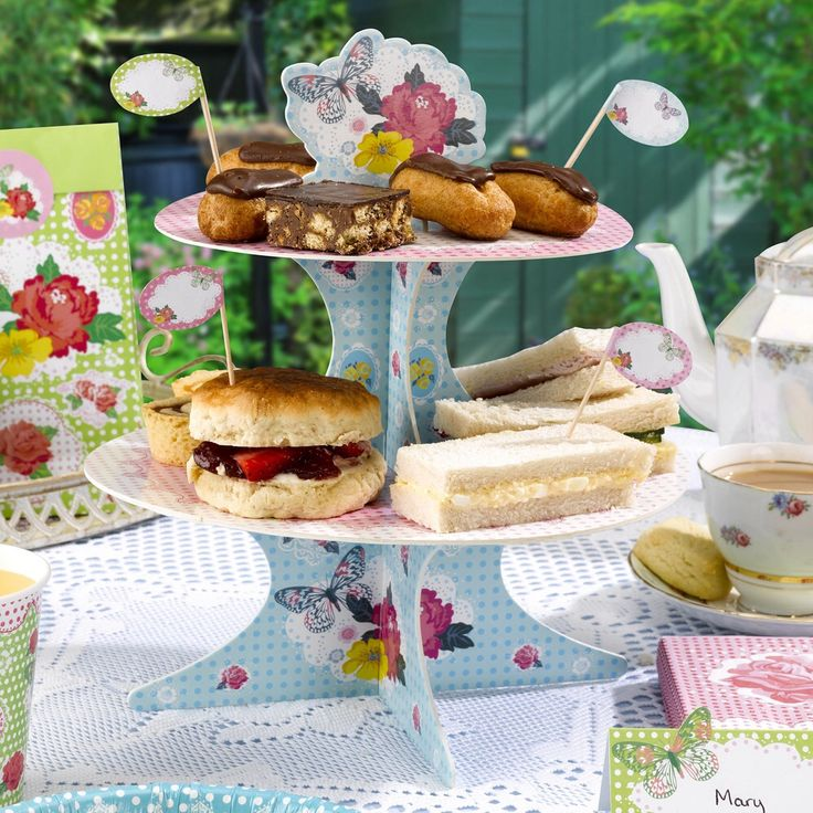 Serve your yummy food and treats to your friends and family on these gorgeous colourful vintage two tier cake stands.  A great table decor piece for summer vintage weddings and celebrations £7.99 from www.fuschiadesigns.co.uk