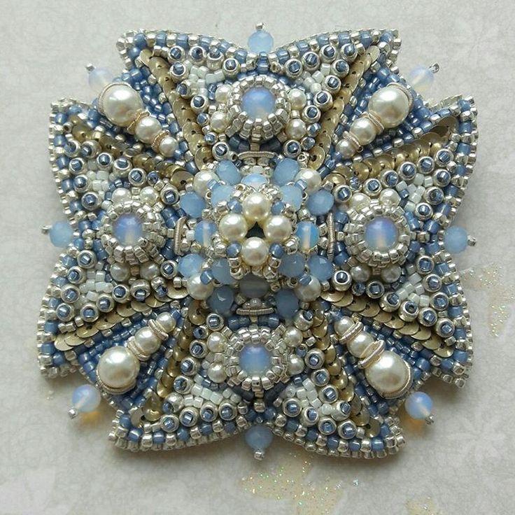 Брошь орден. #вышивкапайетками #вышивкабисером #сваровски #embroidery #канитель #сделанослюбовью #орден #перчаточнаякожа #brooch #украшенияручнойработы