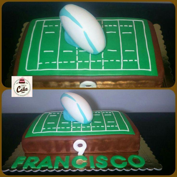 Bolo Rugby, para o Francisco que fez 9 anos.  Bolo de chocolate com recheio de ganache de chocolate negro. #carinaecake #cakerugby #cakedesigner #bolosdecorados