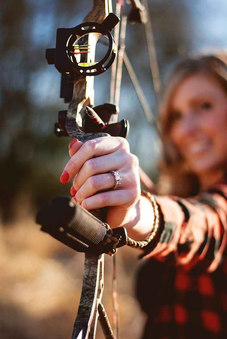 Showing off my blind and shooting my bow! Win/win! Fall engagement show the ring off photo! Photos done by @anessarhae