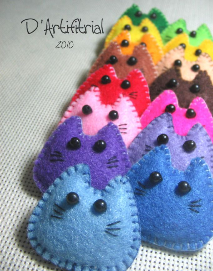 cute little kitties - felt, embroider DIY (would make cute ornaments)