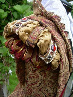 doublet sleeves details