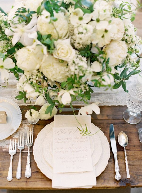 *photo by jose villa #flowersWhite Flower, White Wedding, Place Settings, Rustic Chic Wedding, Centerpieces, Places Sets, Farms Tables, Floral, Wedding Tables Sets