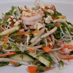 Vietnamese Summer Roll Salad - Quicker than making a summer roll but still with all the flavors this Vietnamese summer roll salad is perfect!