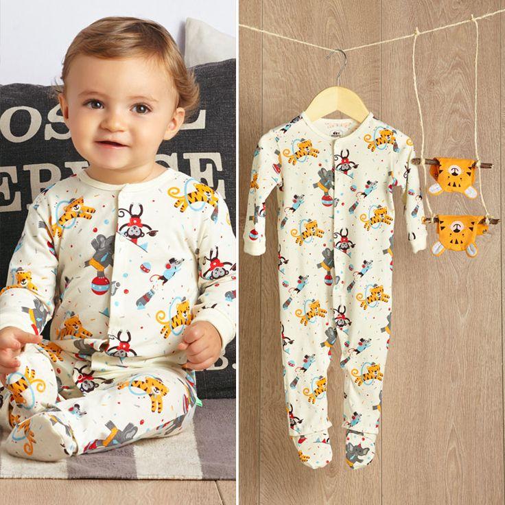 #ABCEarlyLearning Pijama para estimular a tu bebé con pies intercambiables.
