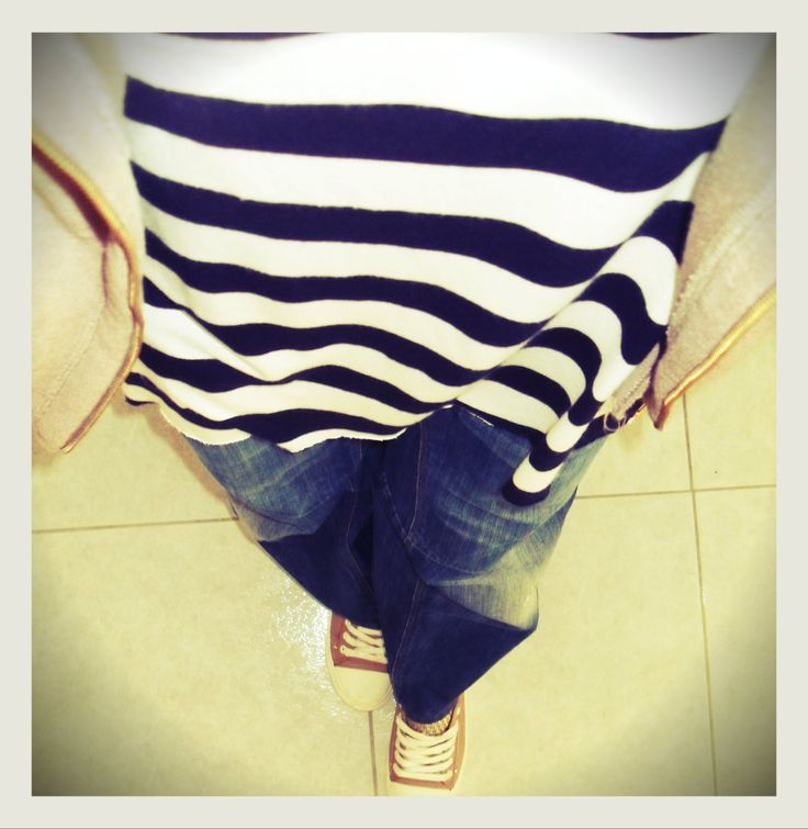 Stripe a pose!  Today's outfit is all about stripes.  http://www.2selfies.com/#/look-of-the-day/