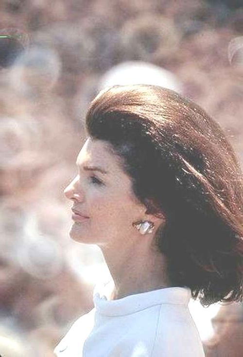 "Jacqueline Kennedy Onassis (née Jacqueline Lee ""Jackie"" Bouvier;  July 28, 1929 – May 19, 1994)  wife , John F. Kennedy, First Lady of the United  from 1961 To 1963((.her famous ensemble of pink Chanel suit and matching pillbox hat has become symbolic of her husband's assassination and one of the lasting images of the 1960s))And(( She was named to the International Best Dressed List Hall of Fame in 1965)) http://en.wikipedia.org/wiki/Jacqueline_Kennedy_Onassis   ❀♡❁❤❁❤❁❤❁❤♡❀"
