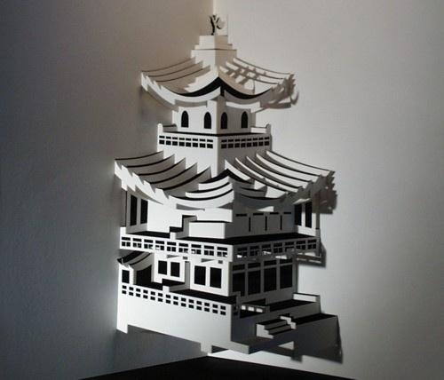 只是用纸剪出了这样的和风庙宇,要多厉害的刀工啊。Imagine opening a card with this inside!