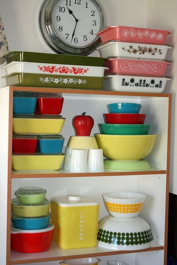 A pleasingly coloutful collection of vintage Pyrex. #vintage #Pyrex #kitchen