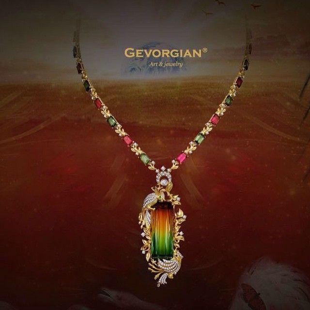 Колье «Райская птица» Яркое и необычное колье, имитирующее разноцветное оперение райских птиц, завершено редким двуцветным турмалином. Его обрамляют бриллиантовые птички, чей нежный мерцающий окрас аристократично подчеркивает глубину его цвета... www.gevorgian.ru.  #GEVORGIAN #art #jewelry #luxury #luxuryjewelry #турмалин #moscow #роскошь #искусство #ювелирные украшения #колье #Amazing #jewelrybrand #finejewelry #exclusive #luxuryjewelry #gold #птицы #золото #бриллианты #авторские #турмалин…