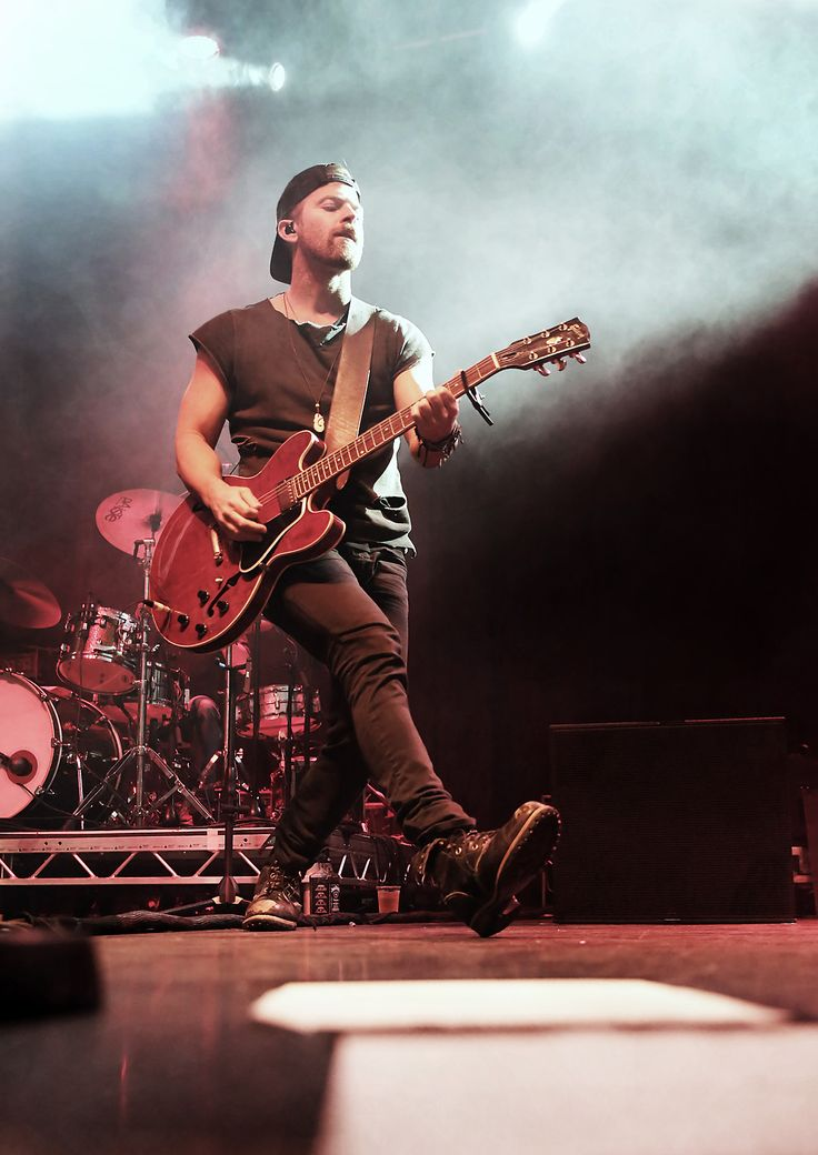 Kip Moore performs at Manchester O2 Ritz in Manchester, UK 171003 #KipMoore #ManchesterO2Ritz
