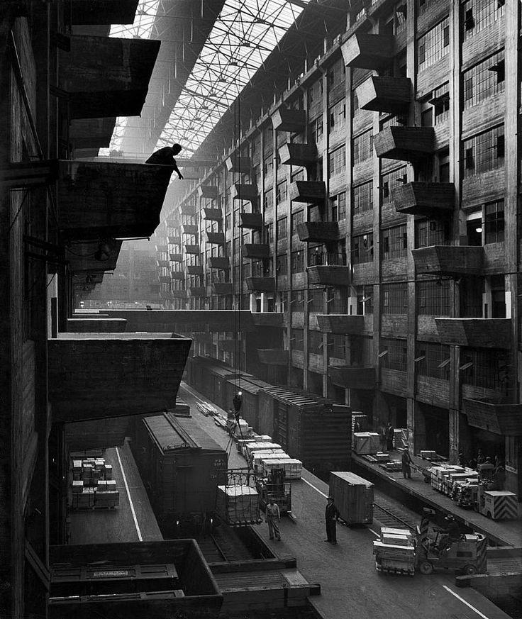 Andreas Feininger - Brooklyn Army Base (Kings County, Brooklyn, New York, 1949).