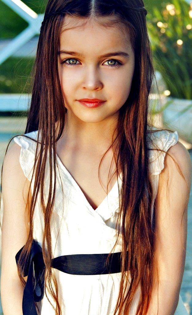 Beautiful Young Girl With Long Hair Toni Kami ~• • Bébé