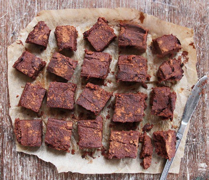 Vegan, sem glúten e bem menos calórico que a versão tradicional. Aprenda já como faz este delicioso brownie de batata doce!