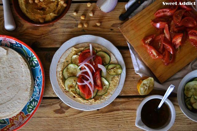 http://www.sweetaddict.es/2016/09/wraps-de-hummus-y-ensalada-de-tomate.html