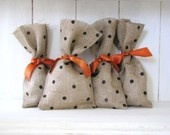 cute burlap ideas: Halloween Treat Bags, Gift Bags, Polka Dots, Idea, Gifts Bags, Halloween Gifts, Burlap Treats, Burlap Bags, Halloween Treats Bags