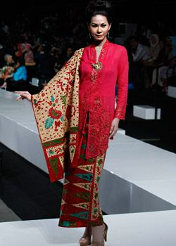 rec classic Indonesian kebaya style