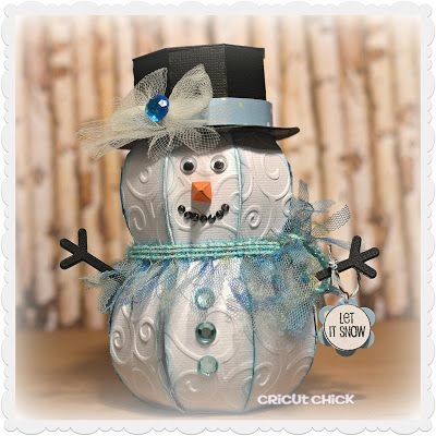 How cute is the 3D Snowman Box decked out in blue trimming!  Love it, Julie!  His hat comes off so you can fill it with a gift or candy!  He's from our CHRISTMAS OPEN HOUSE SVG KIT.