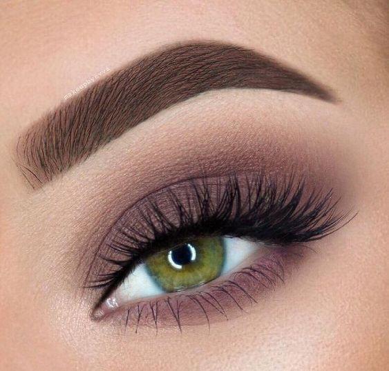 Make-ups für rauchige Augen; einfaches rauchiges Make-up; natürlich rauchig   – makeup