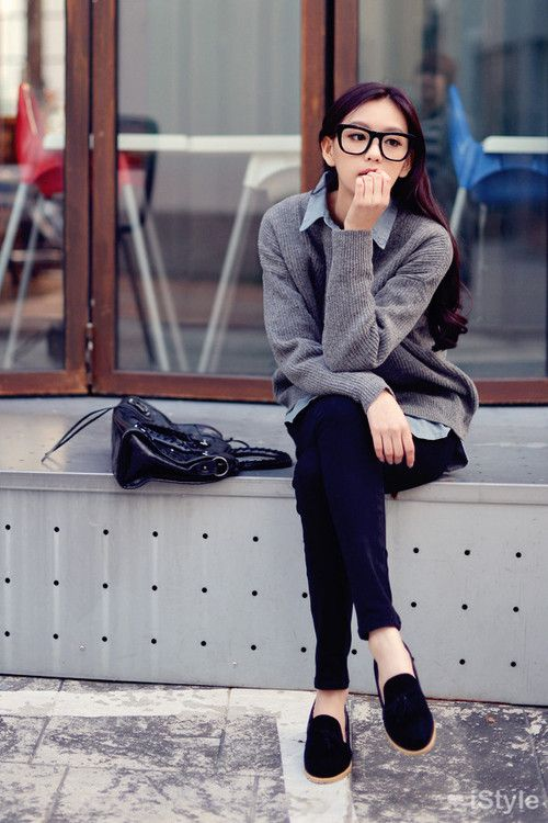 Everyday outfit: skinnies, loafers, blue oxford and grey sweater