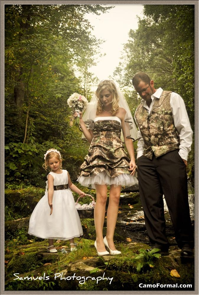 Camo wedding so pretty