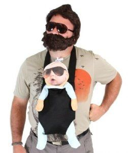 The Hangover Alan Deluxe Costume Set (Baby, Carrier, 2 Sunglasses, T-shirt, Wig…