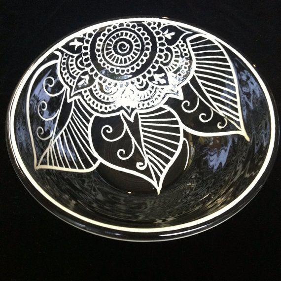 """Black & White Sgraffito Mandala Bowl by Paula Focazio Art & Design on Etsy- Creí que era mio!!! No lo puedo creer es casi igual a uno que yo """"creé"""" sin tenei idea que habia otro casi igual!!!"""