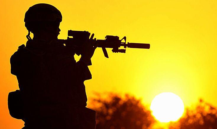 Современные военные разработки для совершенствования солдат http://kleinburd.ru/news/sovremennye-voennye-razrabotki-dlya-sovershenstvovaniya-soldat/  Создатели историй о Капитане Америка и Железном Человеке видимо даже не подозревают, как близко их фантазия к реальным военным разработкам. Современные боевые действия уже не нуждаются в обычных войсках: чтобы победить противника нужны суперсолдаты. И наука делает все, чтобы существование таких киборгов стало реальностью уже завтрашнего дня…