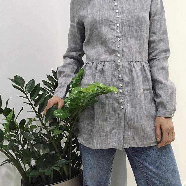 Серая рубашка pulp со сборкой,  состав: 100% лён. Цена со скидкой — 1050 uah #pulp_clothes ⠀