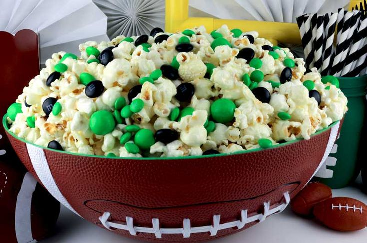 Philadelphia Eagles Popcorn is a great dessert for a game day football party, a Super Bowl party or as special treat for that Eagles fan in your life.