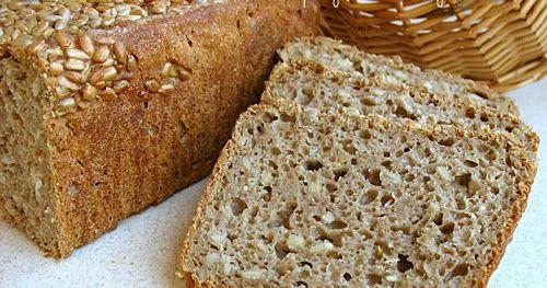 Prosty chleb z mąki żytniej razowej i jasnej mąki pszennej, z dodatkiem ziaren słonecznika. Chleb nie wymaga przygotowania zaczynu, ...