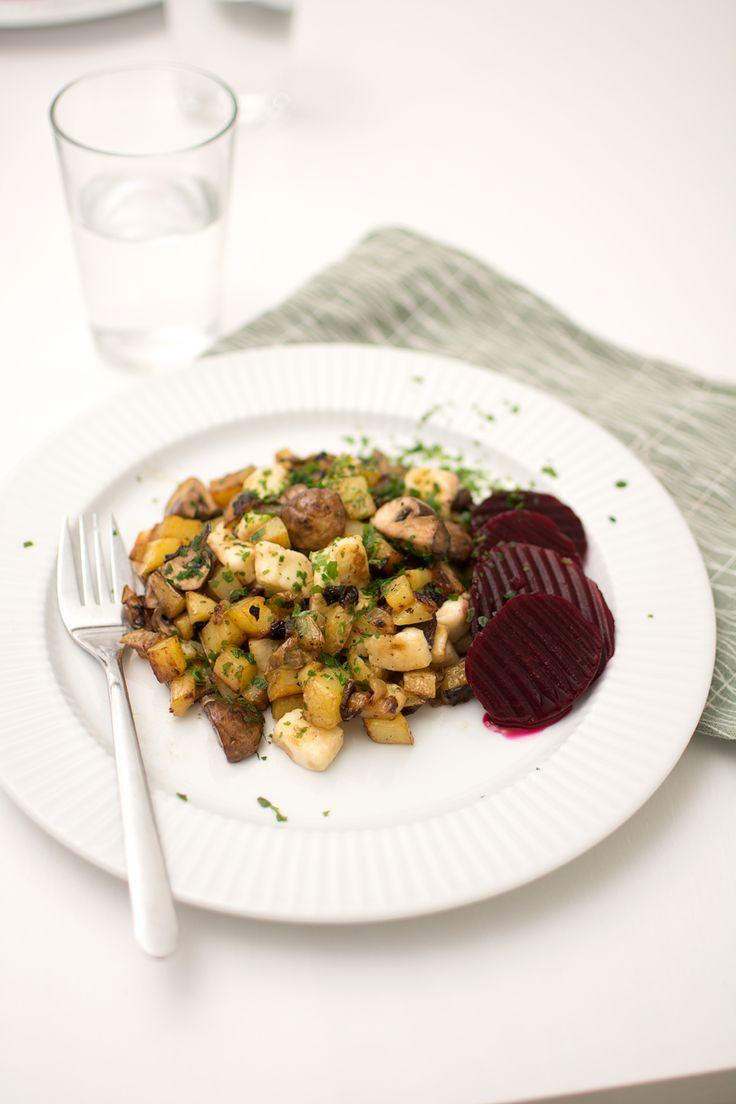 vegetarisk pyttipanna med halloumi och svamp