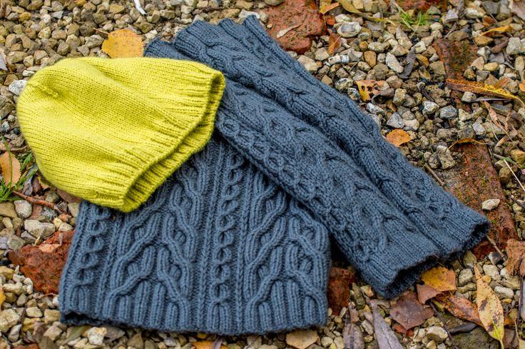 """Комплект: шапка цвета """"липа""""(желто-зеленоватый), снуд и митенки цвета """"мышиный"""". Митенки можно использовать как гетры. Размер шапки: 57-59см."""