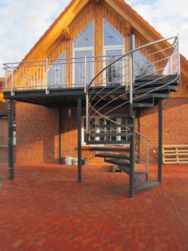 Balkon-Anbaubalkon-Verzinkt-Wendeltreppe-Pulverbeschichtet