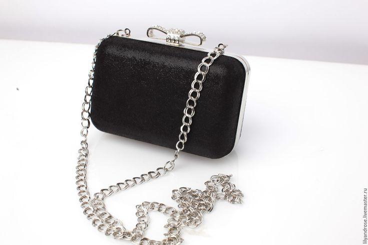Купить или заказать Клатч черный кожаный в интернет-магазине на Ярмарке Мастеров. Клатч прямоугольный из кожи черного цвета с перфорацией на длинной цепочке, внутри подкладка из…
