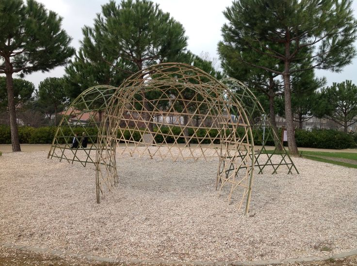 Triple saddle shape woven gridshell. Triaxial weaving with heptagons and hexagons