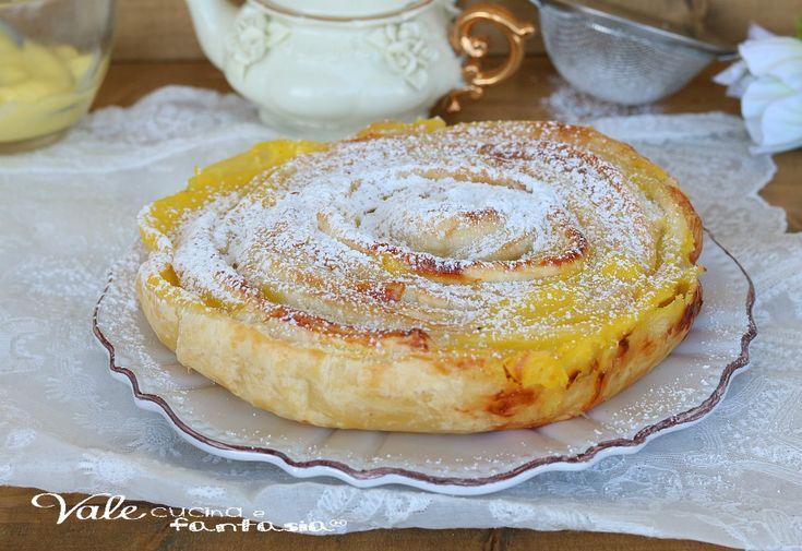 TORTA GIRELLA DI SFOGLIA E CREMA dolce veloce, facile ed economico, solo pochi ingredienti per realizzarlo, ricetta con pasta sfoglia e crema