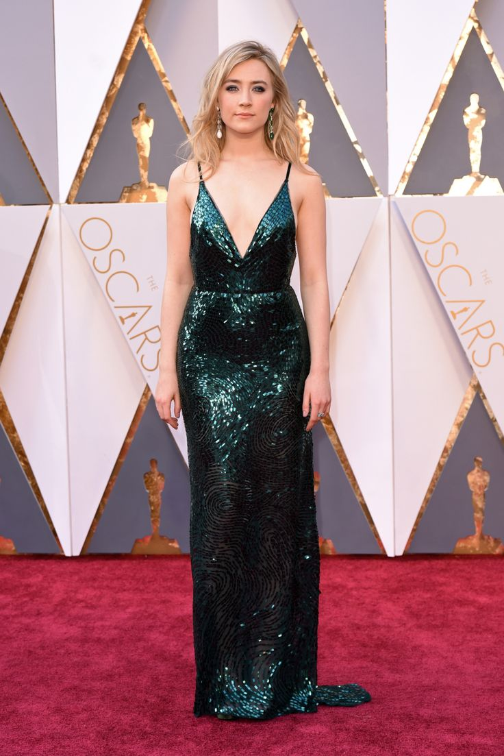 Saoirse Ronan wears Calvin Klein Collection on the Oscars 2016 Red Carpet