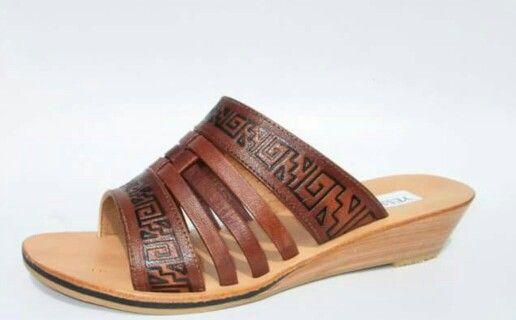 Sandalia de cuero de chivo repujada #sandals #madeinperu #leather #stely #moda #peru #cuero#sandalia #shoes