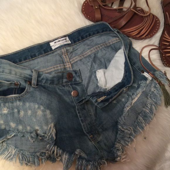 One Teaspoon Rollers I LOVE these! Just too big, aarggghhh. Button up front, no pockets in back, low waist long rise extreme curved raw hem. Sexyness Worn maybe twice. One Teaspoon Shorts Jean Shorts