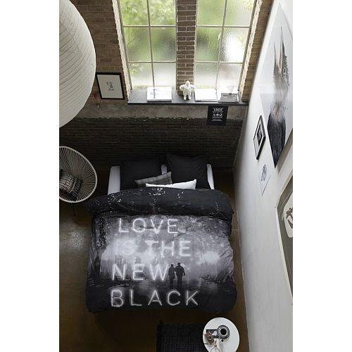 Wat een leuk dekbedovertrek! Love is the new black! Deze vind je nu in de uitverkoop! #huis #slaapkamer #bed #overtrek #woondecoratie #inspiratie #inrichting #Interieur #design #home #bedroom #bed #sheets #sale