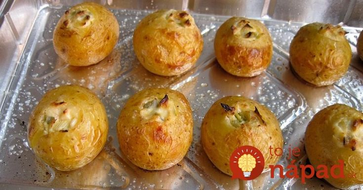Chutnejšiu prílohu ste dávno nejedli: Vyskúšajte chrumkavé zemiaky so syrom a cesnakom!
