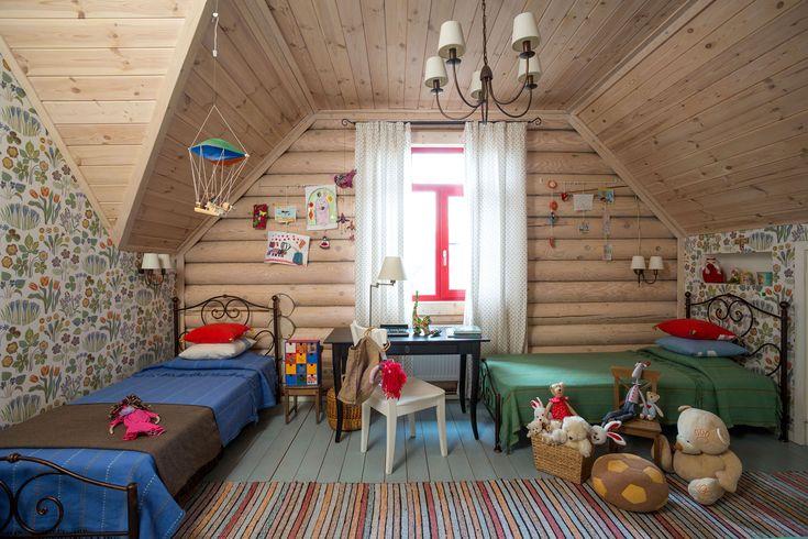 Детская комната в стиле кантри в мансарде