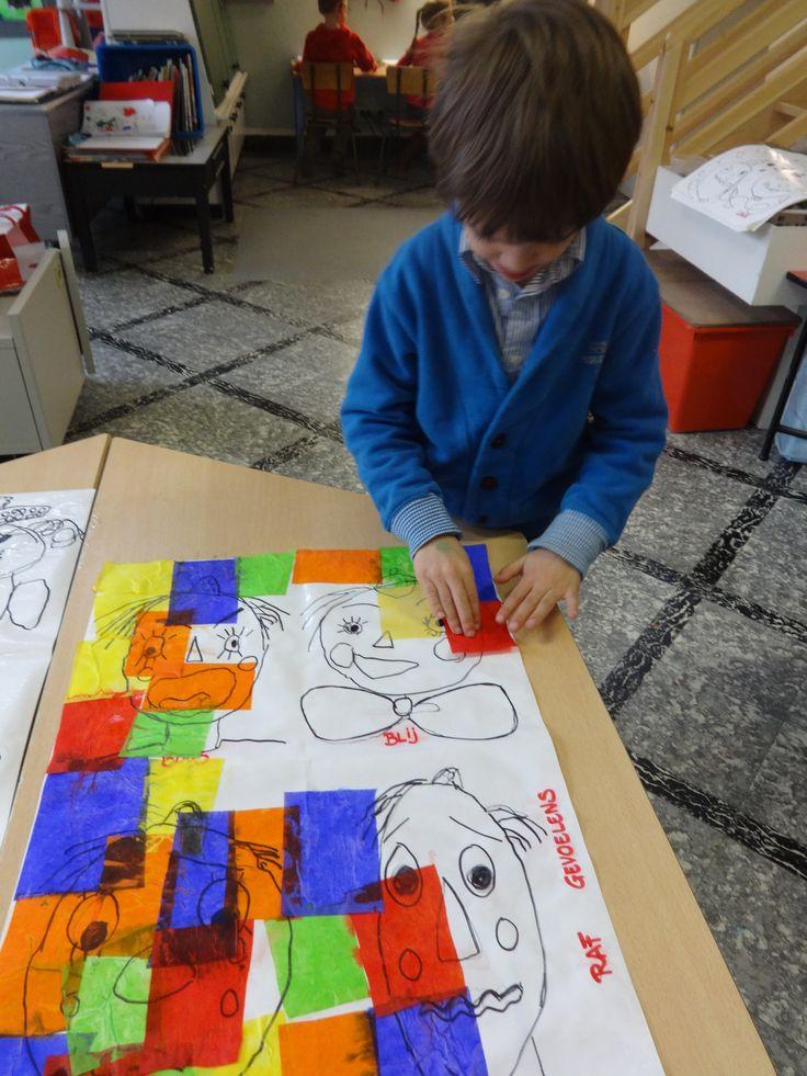 De tekening bedekken met stukjes gekleurd zijdepapier.  Daarna bespuiten met de plantenspuit.  Na enkele minuten de papiertjes weghalen.  Het gekleurde zijdepapier laar een mooie afdruk na.