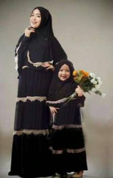 Tampil Modis Dengan Model Baju Muslim Couple Cocok untuk Ibu dan Anak - Dengan model dan warna yang sama menjadikan ibu dan anak tampil lebih serasi saat men...