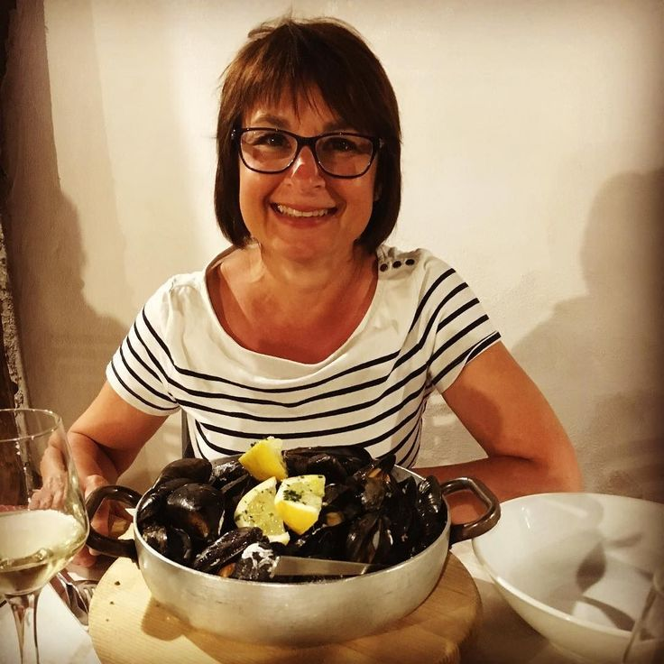 Kolla in den lyckliga minen!!!  Jag ÄLSKAR  verkligen att äta musslor och skulle kunna äta det nästan varje dag! #igersravenna #valcuc #2017 #italy #italia #T1D #sugarfree #uppnåmålet #pilar #marinadiravenna #mussels #cozzeallamarinara #nosugaradded #LCHF #diabetestyp1 #diabetes #diabetessucks #noaicarboidrati #lowcarbhighfat #nosugar #lågkolhydrat #nocarbs #lågkolhydratkost #photooftheday #lchf #ravenna