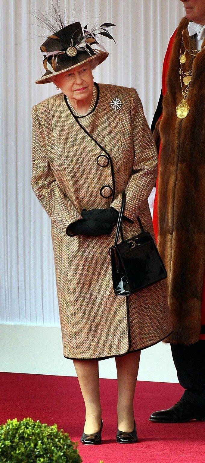Queen Elizabeth Style | Queen Elizabeth Handbag | Styleite